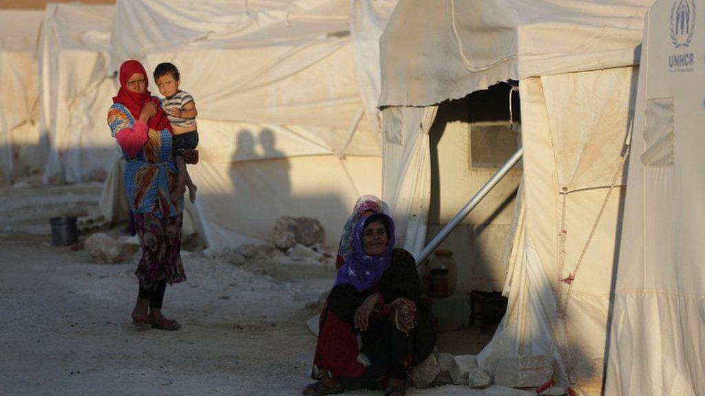 رويترز   |لاجئتان سوريتان في ضواحي ادلب