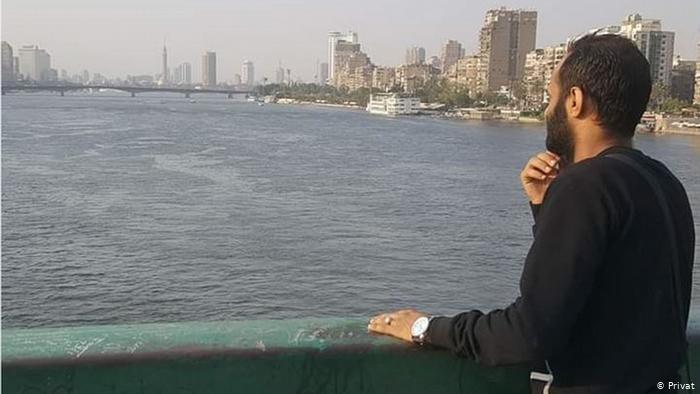 اللاجئ اليمني أمين تاكي عندما كان في القاهرة