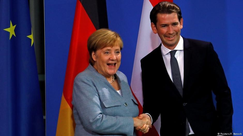 انگلا مرکل، صدر اعظم آلمان با سباستین کورتس همتای اتریشی اش در برلین دیدار کرد.