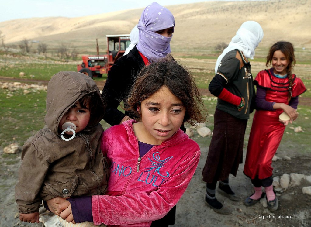 Hundreds of thousands of Yezidis had to flee from the Islamic State, like these people, who were photographed in a valley in the Sinjar mountains in December 2014 | Photo: picture alliance/AA