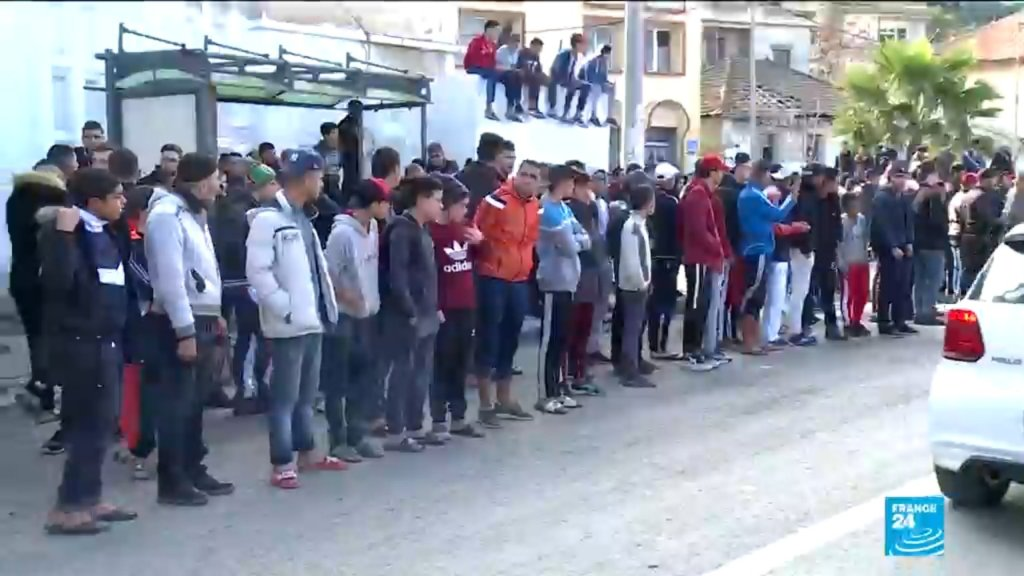 Capture d'écran France 24 |Les familles des migrants algériens expriment leur colère et leur désarroi à Alger.