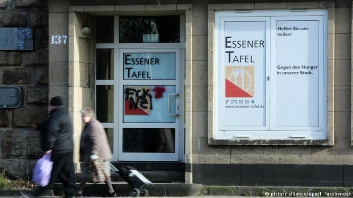 """La banque alimentaire """"Tafel"""" à Essen a décidé de ne plus accepter de nouveaux étrangers comme bénéficiaires"""