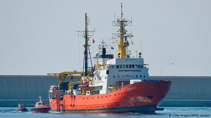 The Aquarius rescue ship enters the port of Valencia