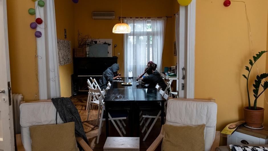 مسئولان سازمان «HOME Project» که این پناهگاه را اداره می کنند، برای محافظت از ساکنان آسیب پذیر در برابر ویروس کرونا امکانات زیادی در اختیار ندارند./عکس: DW/F. Campana