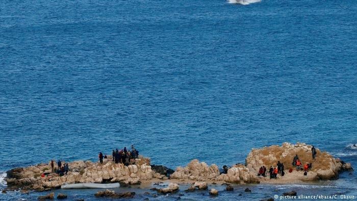 عکس از آرشیف/ در نتیجه شلیک نیروهای بحری مراکش بر یک قایق پناهجویان یک خانم جان باخت.