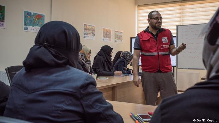 The Turkish Red Crescent Ankara Community Center offers languages courses and other help for refugees