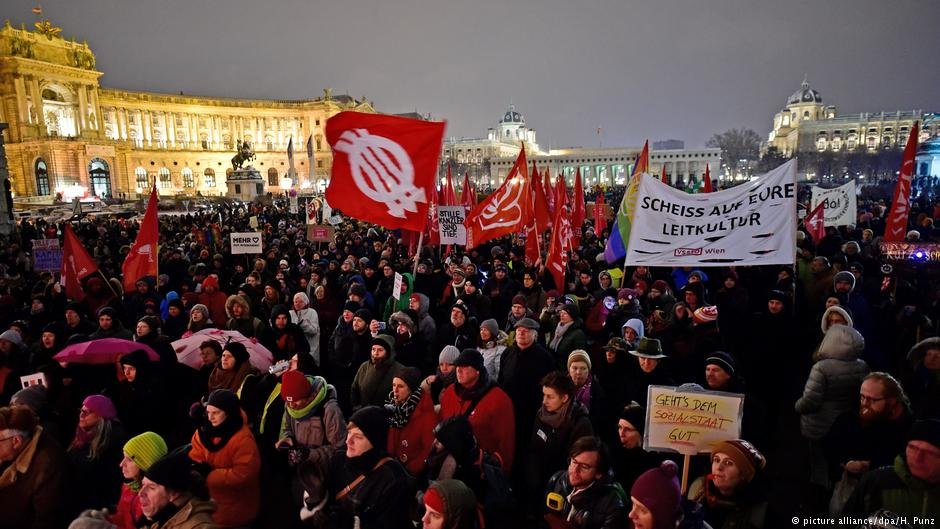 Thousands took to the streets in Austria to protest a shift to the right in Austrian politics  Photo Picture Alliance  dpa H Punz