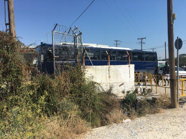 Un bus amne des nouveaux arrivants dans le camp de Moria le mercredi 2 octobre Crdit  InfoMigrants