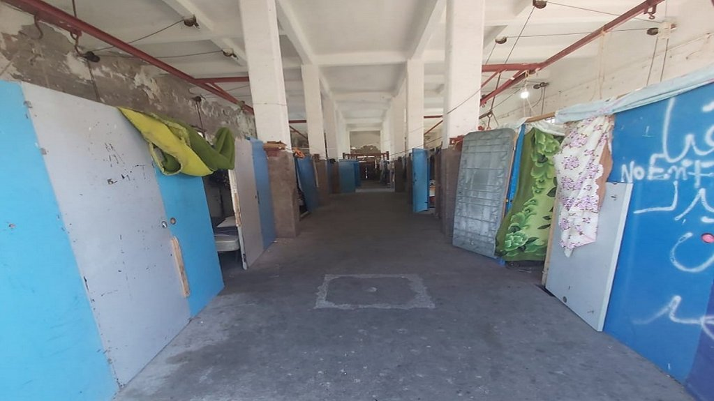 65 لاجئاً يعيشون في مساحة لا تتجاوز ال600 متر مربع في هذا المركز في جزيرة رودوس. أرسل الصورة احد اللاجئين المقيمين في المركز.