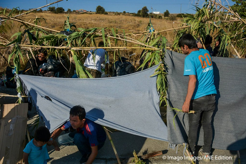 Refugees and immigrants use reeds to build temporary camps and shelter against the heat  Photo Imago Images  ANE Edition