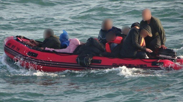 Les passagers de ce petit bateau font partie des quelque 80 migrants secourus le 7 septembre entre Dunkerque et Calais par les autorités françaises. Crédit : préfecture de la Manche et de la Mer du Nord