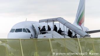 ترحيل اللاجئين من ألمانيا إلى بلادهم جوا