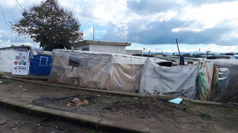ansa/المخيم العشوائي في سان فرناندينو بمنطقة جيويا تاورو بالقرب من رجيو كالابريا. المصدر: أنسا/ أليساندرو سجيري.