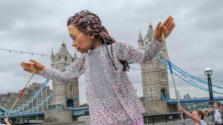 Little Amal puppet in London, UK   Photo: Nick Wall (via DW)