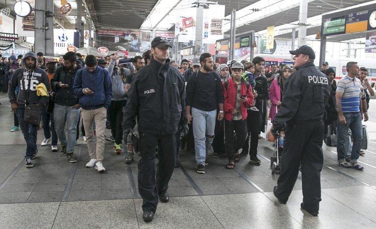 REUTERS/ Michael Dalder |Des migrants arrivés le 6 septembre 2015 à la gare centrale de Munich en Allemagne.