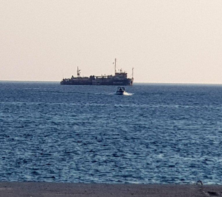 """ANSA / السفينة """"سي ووتش 3"""" بالقرب من ساحل جزيرة لامبيدوزا. المصدر: أنسا / إيليو ديسيديرو."""