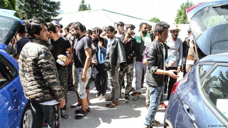 Displaced people in Bihac   Photo: DW/D.Planert