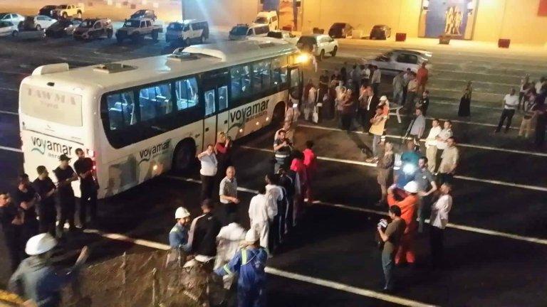 Les 75 migrants bloqués depuis le 31 mai au large de Zarzis ont finalement pu débarquer en Tunisie mardi 18 juin. Crédit : FTDES