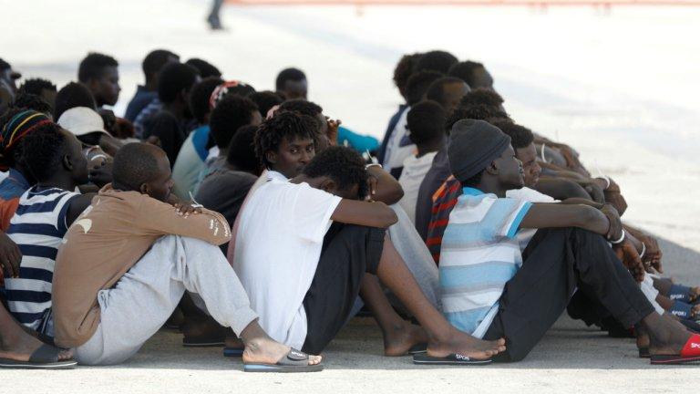 Des migrants africains de l'Eleonore à Pozzallo en Sicile, le 2 septembre 2019. Crédit : Reuters