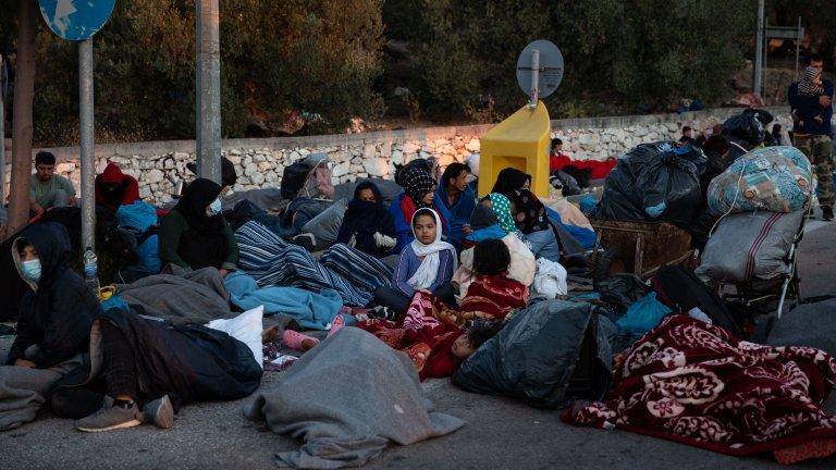 Des milliers de personnes dorment dans la rue à la suite des incendies qui ont ravagé le camp de Moria, sur l'île de Lesbos. Crédit : REUTERS/Alkis Konstantinidis