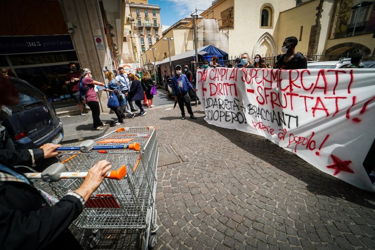 Migrants in Naples taking part in a farm workers strike, May 21, 2020   Photo: ANSA/CESARE ABBATE