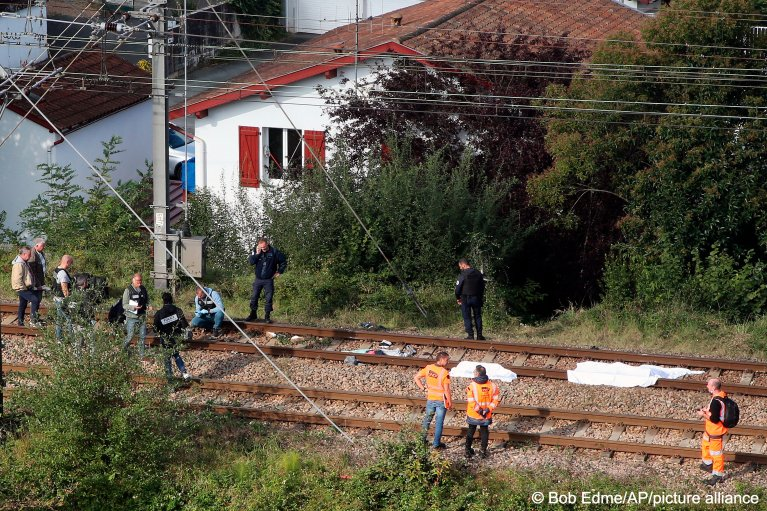 A train hit and killed three people and seriously injured another person in southwestern France on October 12, 2021 | Photo: Bob Edme/AP