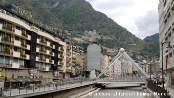 اندورا کشور کوچک میان اسپانیا و فرانسه میخواهد در دو سال آینده حدود ۲۰ پناهجو را بپذیرد.