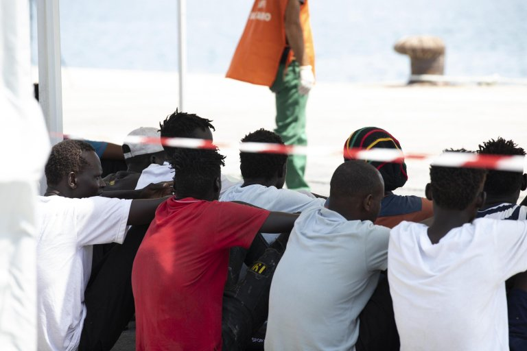 مهاجرون في بوتزالو بالقرب من راغوزا في جزيرة صقلية الإيطالية. المصدر: فرانشيسكو روتا.