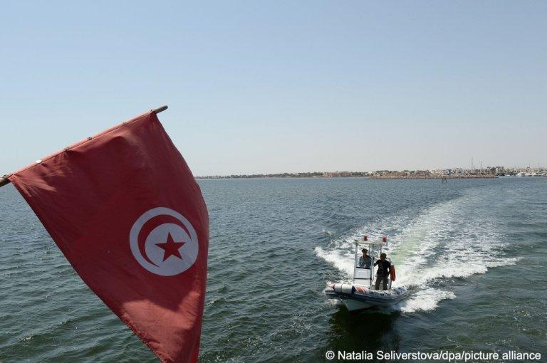 Les garde-côtes tunisiens au large de Djerba, en Tunisie. Crédit : Picture alliance