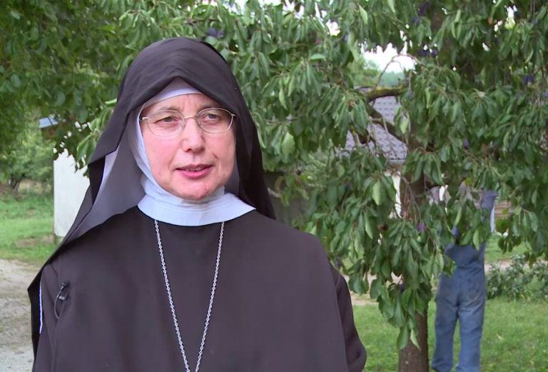 Mother Mechthild Thürmer has taken in some 30 asylum seekers | Source: Screenshot from a YouTube video by the Bamberg Archdiocese
