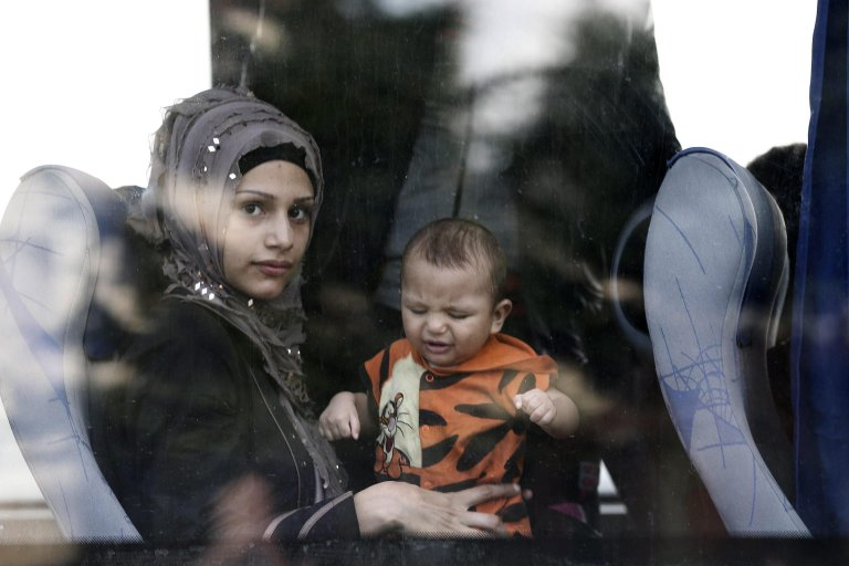 Turkish authorities bus Syrian refugees to camps after they were stopped by police attempting to walk to the Turkish-Greek border at Edirne | Photo: EPA/Sedat Suna