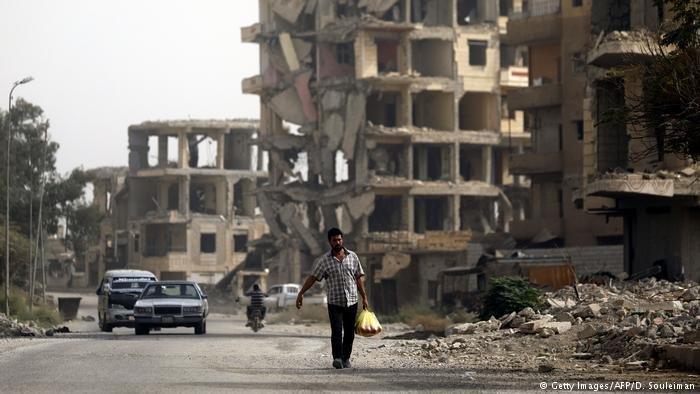 War-torn street in Raqa | Photo: Getty Images/AFP/D. Souleiman