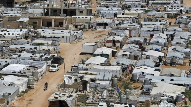 Activists have spoken out against the demolition of buildings at refugee camps in Arsal | COPYRIGHT: picture-alliance/AP Photo/B. Hussein