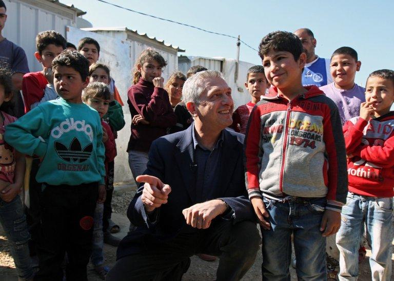 المفوض السامي لشؤون اللاجئين فيليبو غراندي خلال زيارته لمخيم للاجئين السوريين في بلدة المحمرة، قضاء عكار شمال لبنان، 9 آذار/مارس 2019. رويترز