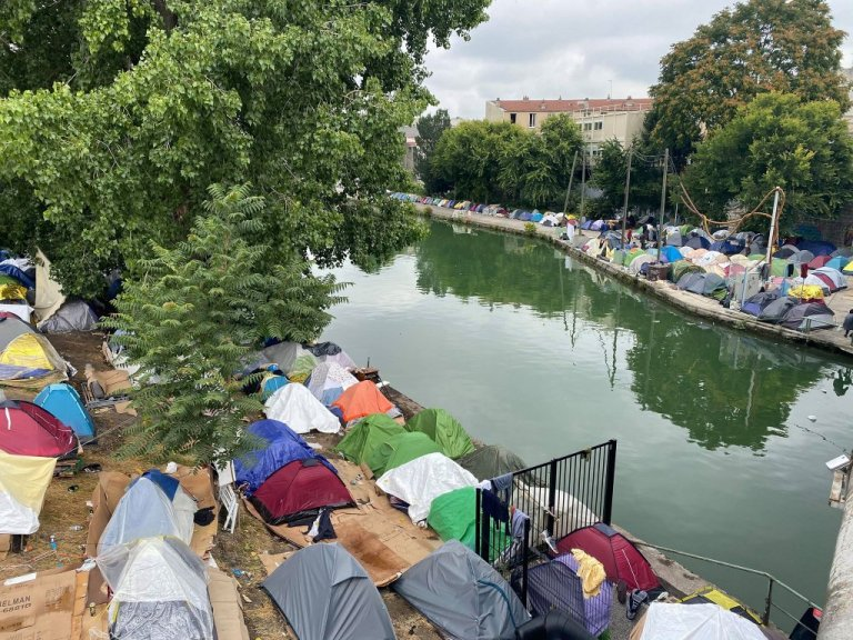 About 1,000 migrants currently live along the Saint-Denis Canal in Aubervilliers, near Paris. Credit: InfoMigrants