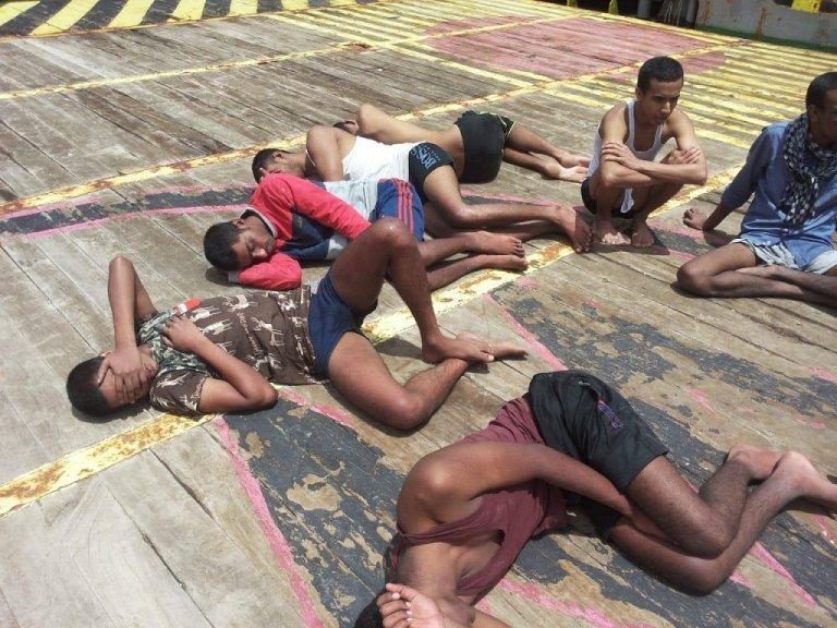 مهاجرون على متن السفينة الراسية قبالة تونس. المنتدى التونسي للحقوق الاقتصادية والاجتماعية