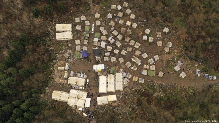پولیس بوسنیا پناهجویان را از اردوگاه وویچاک انتقال داد.
