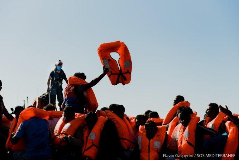 امدادگران اوشن ویکنگ ۴۷ مهاجر  را در روز سه شنبه ۳۰ جون ۲۰۲۰ در مدیترانه نجات دادند. عکس از اس او اس مدیترانه