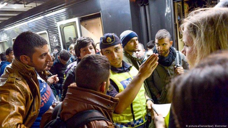 در سال ۲۰۱۵ حدود ۱۶۰ هزار پناهجو در سویدن درخواست پناهندگی کردند Photo: Picture-alliance/dpa/J.Ekstromer