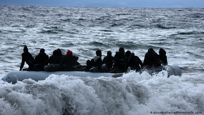 picture-alliance/Photoshot/M. Lolos |مهاجرون قبالة السواحل اليونانية -أرشيف