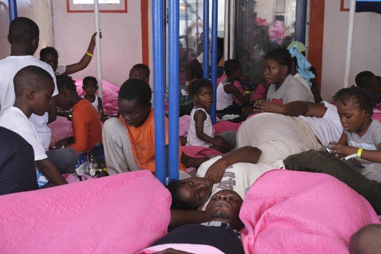 "ANSA / طفلة صغيرة على متن سفينة إنقاذ المهاجرين ""ماري يونيو""، ضمن مجموعة من المهاجرين الآخرين في 29 آب / أغسطس 2019. المصدر / أنسا / منقولة"