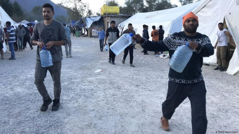 Migrants at the Vucjak camp started begging locals to fill their empty plastic bottles with water | Photo: DW/D.Maksimovic
