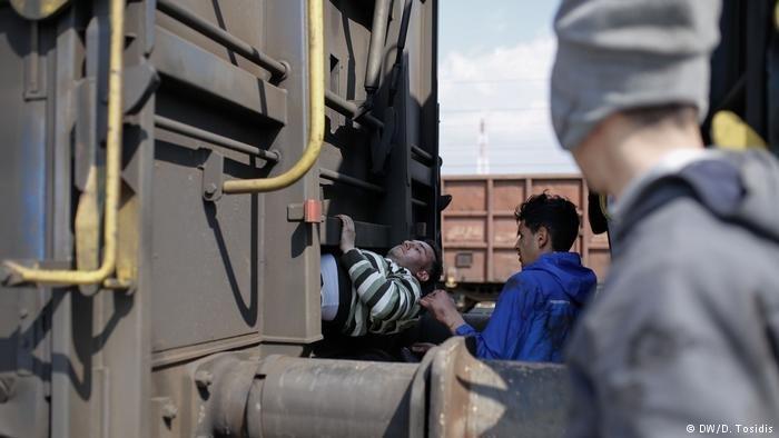 استخدام قطارات الشحن والاختباء فيها لدخول ألمانيا