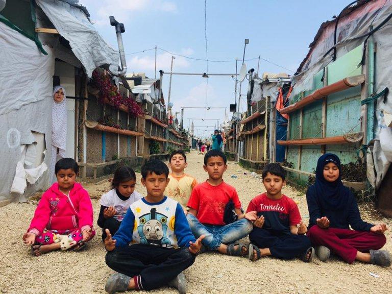"""صورة التقطتها جمعية """"كون"""" ويظهر فيها """"تلاميذ"""" من مخيم اللاجئين السوريين تل عباس شمال لبنان."""