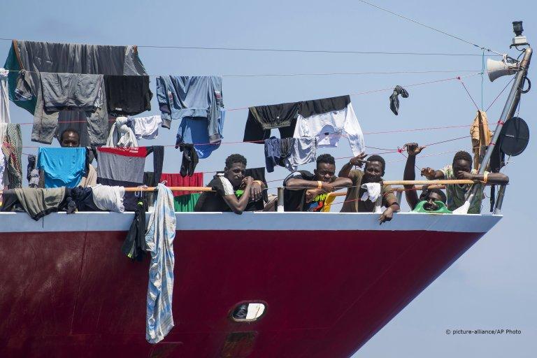 صدها مهاجر چندین هفته را در کشتی های تفریحی در مالتا به سر برده بودند