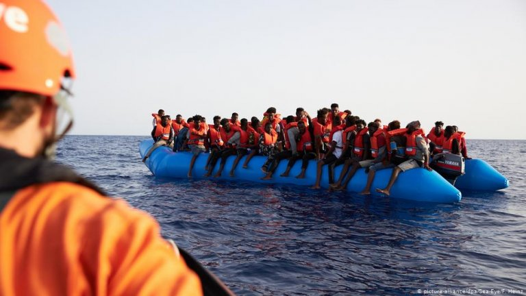 Migrants on an inflatable boat  | Photo: Picture-alliance/dpa/Sea-Eye/F.Heinz