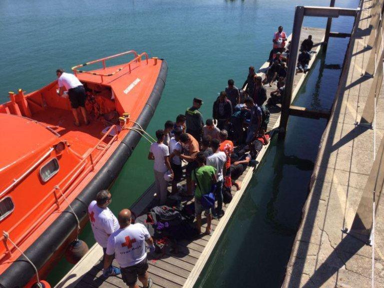 ansa / تدفق المهاجرين إلى الشواطئ الإسبانية