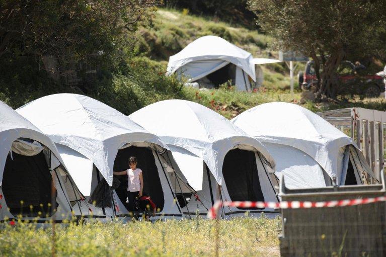 REUTERS/Elias Marcou |Dans un camp temporaire pour réfugiés et migrants nouvellement arrivés,sur l'île de Lesbos, Grèce, le 13 mai 2020.