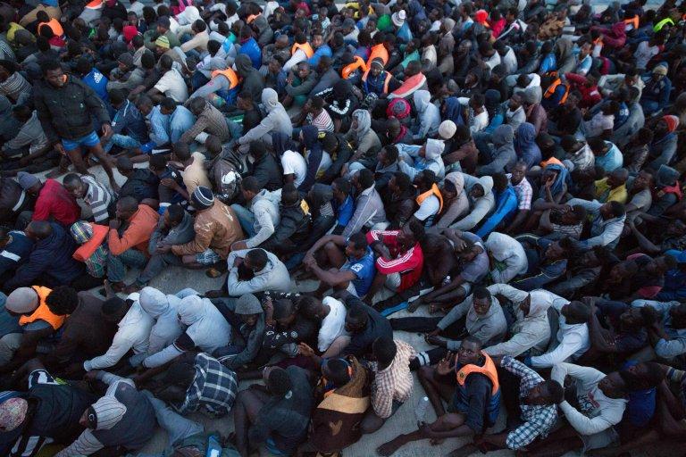 Image d'archive de migrants au port de Tripoli, en Libye. Crédit : EPA