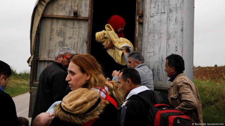 گروهی از مهاجران سوریایی که با عبور از رودخانه ایوروس وارد یونان شده اند./عکس: Reuters/A.Konstantinidis